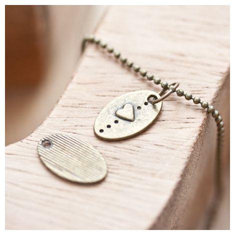 Breloque Petite plaque ovale Coeur Bronze vieilli