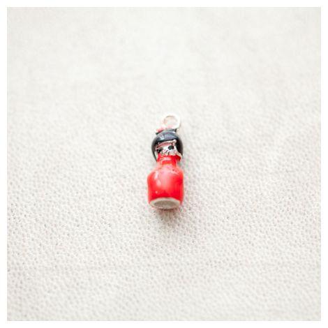 Pendentif Poupée Japonaise Kokeshi 19mm Argenté Émaillé Rouge