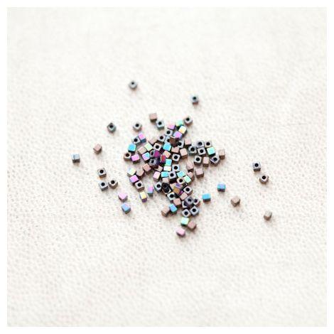 Perle en Hématite 1.5mm Carré Couleur Mixte