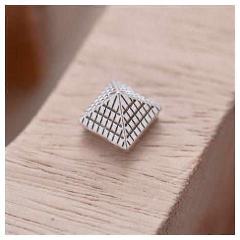 Perle en Métal Connecteur Pyramide Quadrillé Argent vieilli