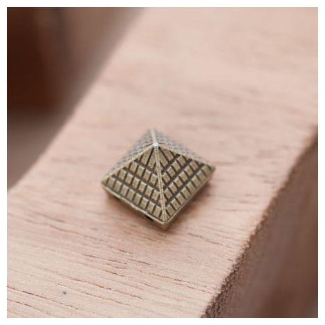 Perle en Métal Connecteur Pyramide Quadrillé Bronze vieilli