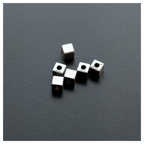 Perle en métal Cube Argent vieilli