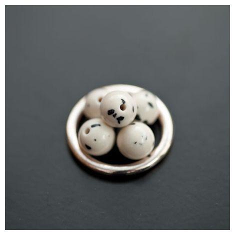 Perle en Turquoise Synthétique Rond 8mm Blanc Dalmatien