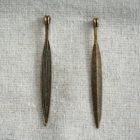 Breloque Grande pointe fine Bronze vieilli x 2