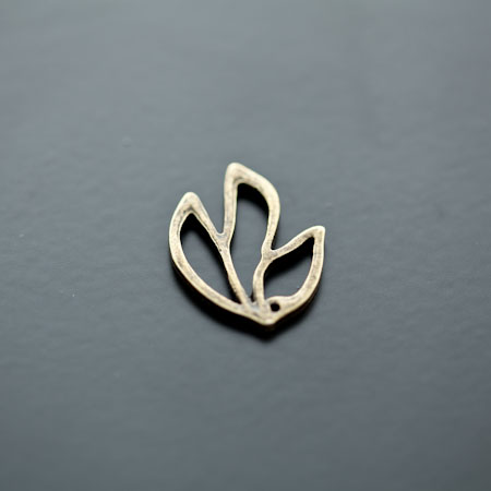 Breloque Feuille contour Bronze vieilli x 14
