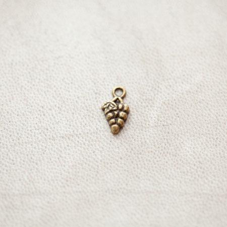 Breloque Grappe de raisins 13mm Bronze Vieilli x 30pcs