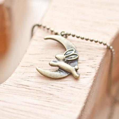 Breloque Lapin lune volant Bronze vieilli x 4