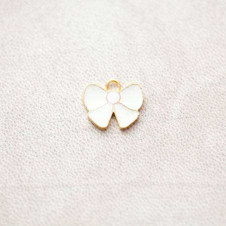 Breloque Noeud Papillon 15.5mm Doré Émaillé Blanc x 2pcs