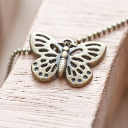 Breloque Joli papillon moyen Bronze vieilli x 5