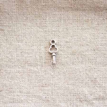 Breloque Petite clé trèfle Argent vieilli x 20