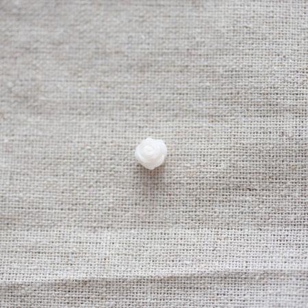 Cabochon résine Fleur 0,75cm Blanc crème x 10