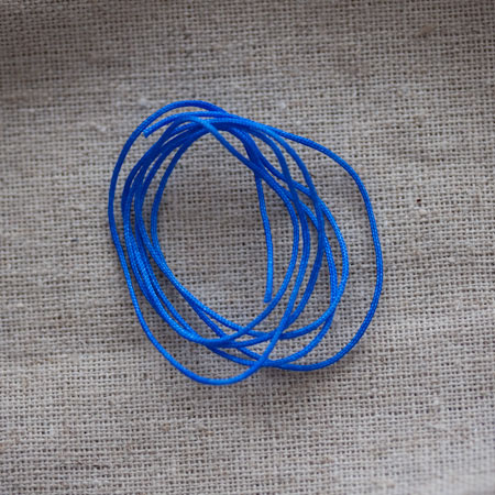 Cordon satin nylon 0,8mm Bleu électrique x 2m