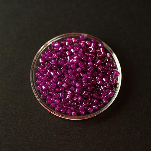 Perle japonaise Miyuki Delica 11/0 DB0281 Magenta 5g