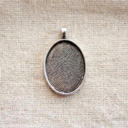Pendentif Cadre de cabochon Oval 3,0x2,2cm Argent vieilli x 1