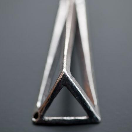 Pendentif Connecteur Triangle 70x24mm Argenté vieilli x 1pc