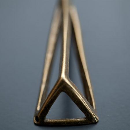 Pendentif Connecteur Triangle 70x24mm Bronze vieilli x 1pc