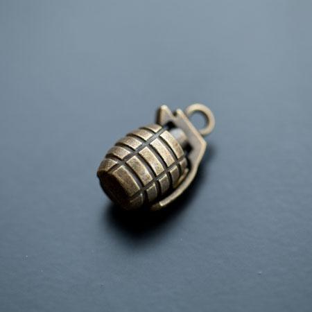Pendentif Grenade 23mm Bronze vieilli x 2pcs