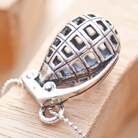 Pendentif Grenade Argent vieilli x 1