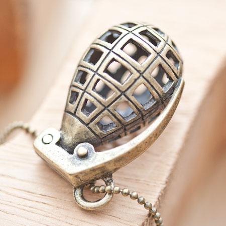 Pendentif Grenade Bronze vieilli x 1