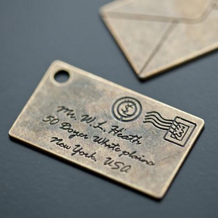 Pendentif Lettre Courrier 40mm Bronze vieilli x 10pcs