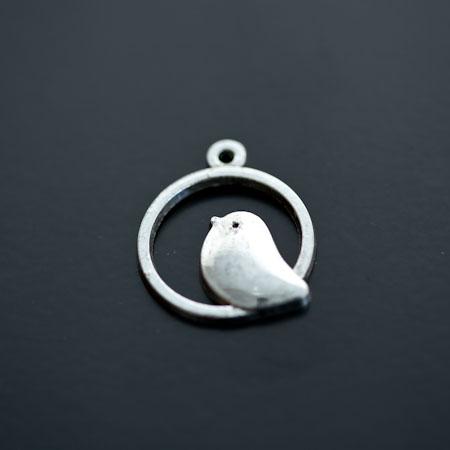 Pendentif Oiseau Perché Rond Argent vieilli x 5pcs