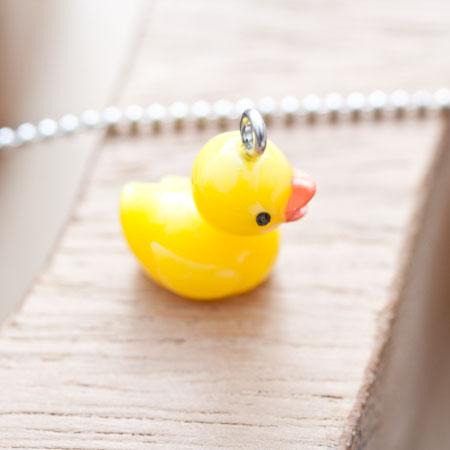 Pendentif Petit Canard Jaune en résine x 2