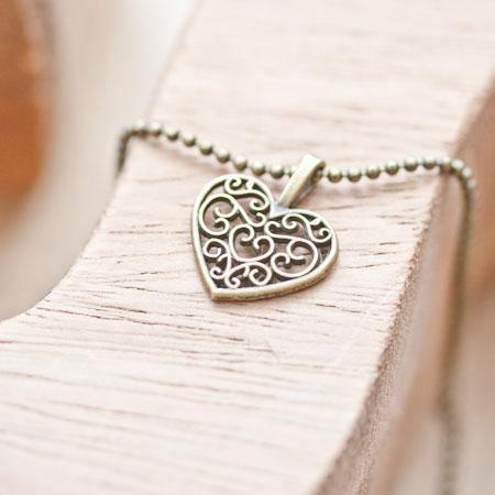 Pendentif Petit coeur filigrane plat Bronze vieilli x 10