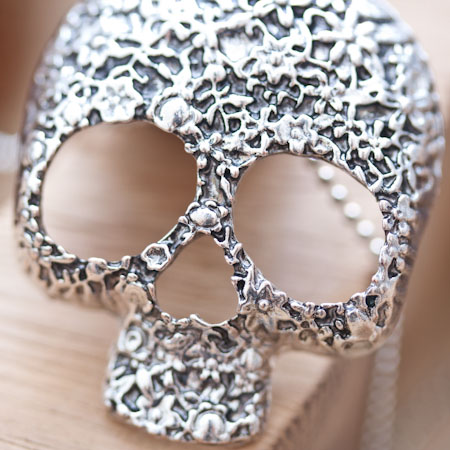 Pendentif Skull Crâne Fleur Tendance Argent vieilli x 1