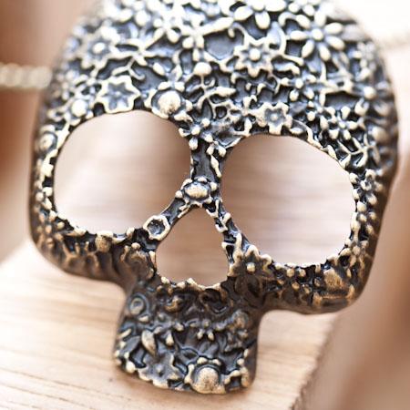 Pendentif Skull Crâne Fleur Tendance Bronze vieilli x 1