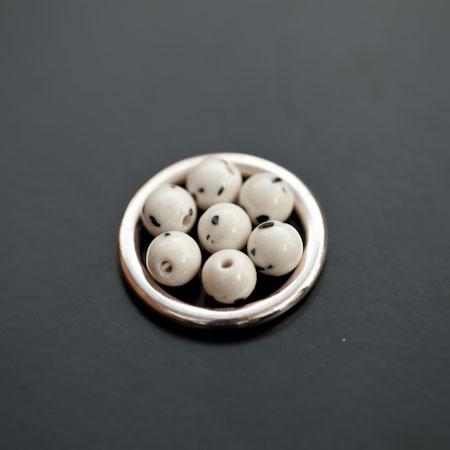 Perle de Turquoise Synthétique Rond 6mm Blanc Dalmatien x 12pcs