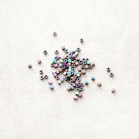 Perle en Hématite 1.5mm Carré Couleur Mixte x 112pcs