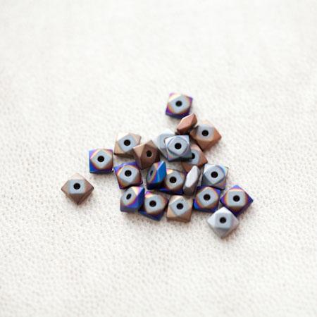 Perle en Hématite 4.5mm Carré Boulon Couleur Mixte x 18pcs