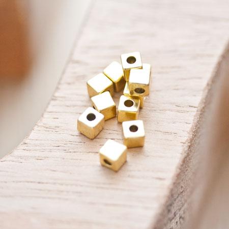 Perle en métal Cube 4mm Doré vieilli x 18