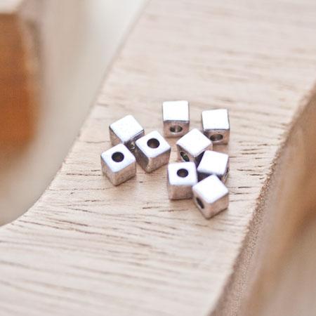 Perle en métal Cube 4x4mm Argent vieilli