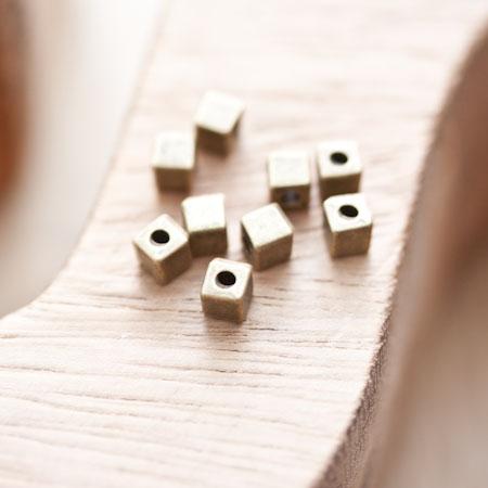 Perle en métal Cube 4x4mm Bronze vieilli x 10