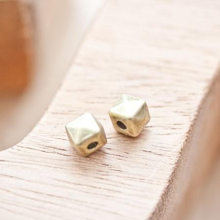 Perle en métal Cube 7.5mm Pyramide Bronze vieilli x 5