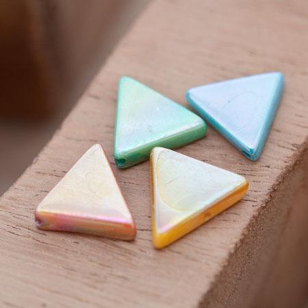 Perle en Nacre Triangle 13mm Couleur Mixte x 10