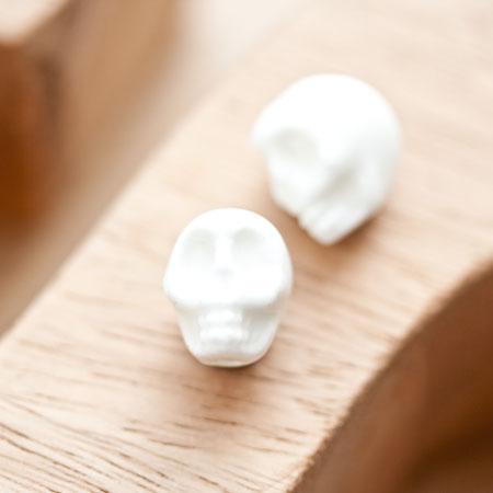 Perle en porcelaine 13x11mm Tête de mort Blanc x 2