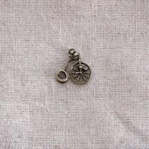 Breloque Tricycle relief Bronze vieilli x 3
