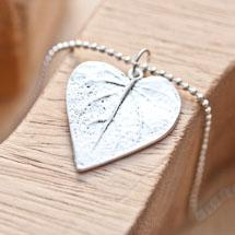 Breloque Jolie feuille coeur Argent vieilli x 3