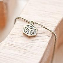 Breloque Jouet cube lettres Bronze vieilli x 10