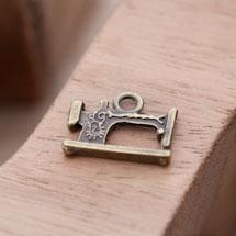 Breloque Machine à coudre Bronze vieilli x 10