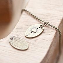 Breloque Petite plaque ovale Coeur Bronze vieilli x 15