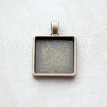 Pendentif à Cabochon Carré 20mm Bronze vieilli x 3pcs
