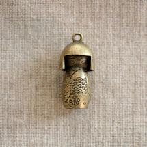 Pendentif en métal Kokeshi x 1