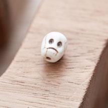 Perle de Gemme Petite Tête de mort - Skull 10mm Blanc x 12