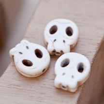 Perle de Gemme Tête de mort - Skull 15mm Plat Blanc x 12