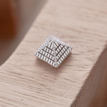 Perle en Métal Connecteur Pyramide Quadrillé Argent vieilli x 10