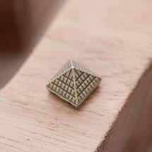 Perle en Métal Connecteur Pyramide Quadrillé Bronze vieilli x 10