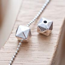 Perle en métal Cube 10mm Pyramide Argent vieilli x 4